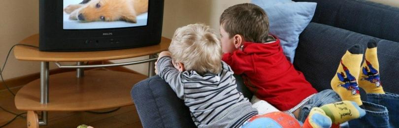 С какого расстояния смотреть телевизор